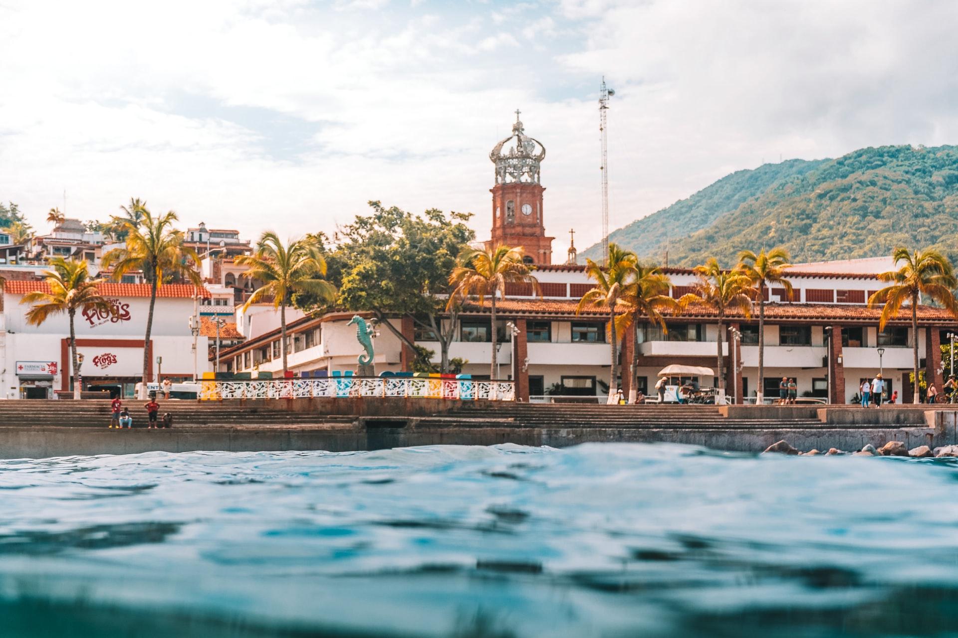 Hoteles y playas en Puerto Vallarta y Bahías de Banderas reabren