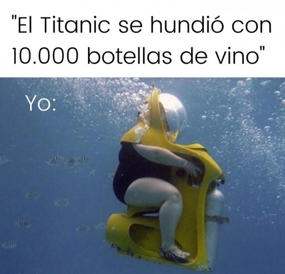 Meme buscando botellas del titanic