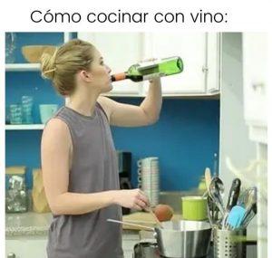 meme cocinando con vino
