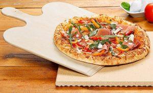 piedra para pizza, con pizza